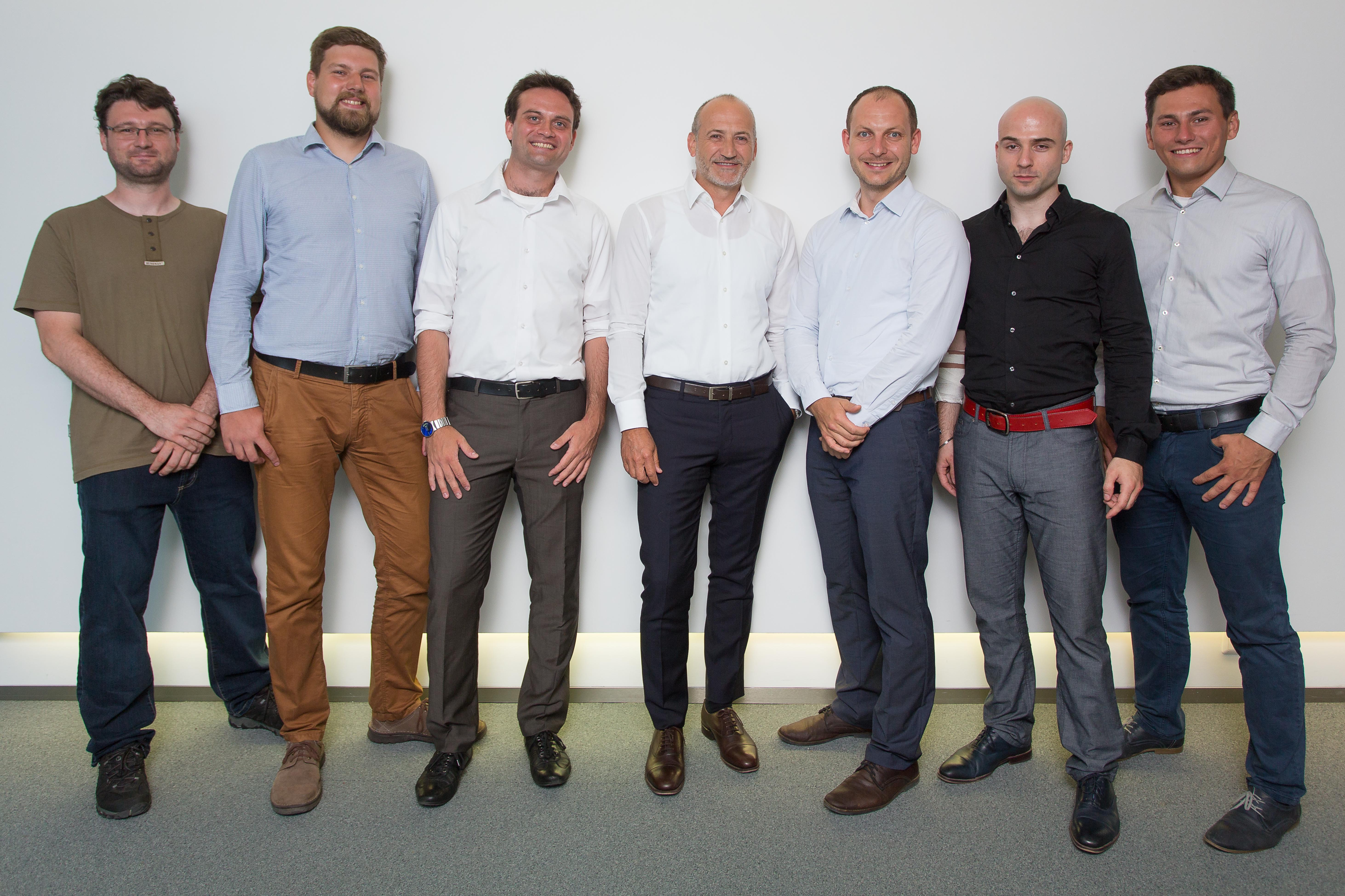 A1/Richard Tanzer (li.n.re.): Jan Mikulasek, Robert Sefr, Richard Malovic (CEO Whalebone), Alejandro Plater (CEO Telekom Austria), Petr Soukenik, Michal Karm, Petr Kopriva.